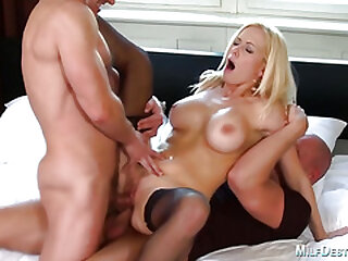 Lusty kirmess cougar gets replicate penetrated