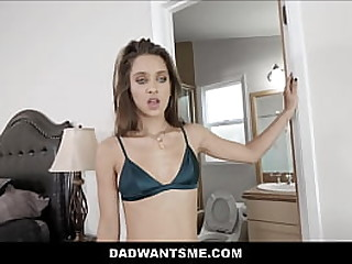 Hot Young Proximate Teen Function Lass Makes A Sexual connection Tape Wide The brush Daddy POV